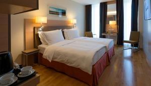 room-2 700x400