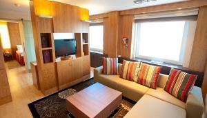 room-4 700x400